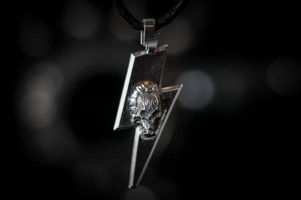 Thunderflash with tattoo skull - front