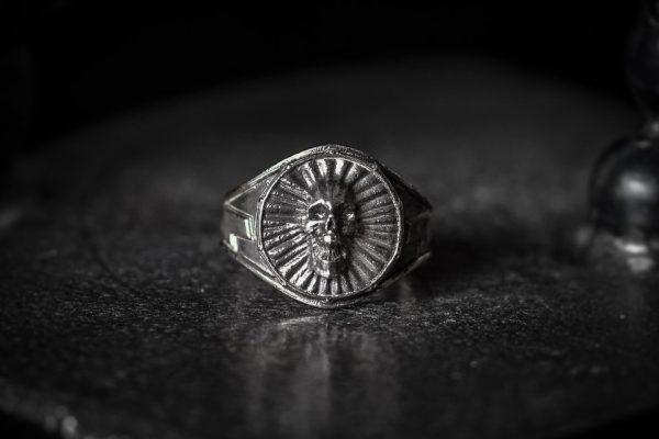 Screaming Skull Ring 1 LG antiqued Front
