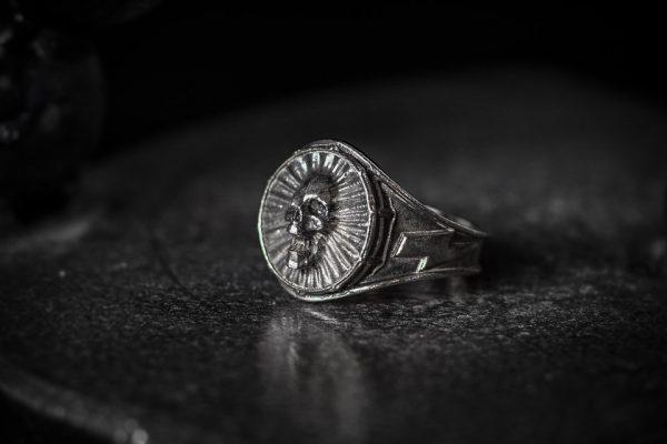 Screaming Skull Ring 1 LG antiqued left