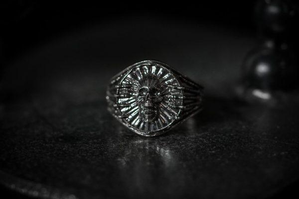 Bones Screaming Skull Ring - LG antiqued front