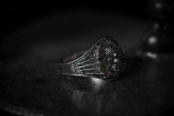 Bones Screaming Skull Ring - LG antiqued right