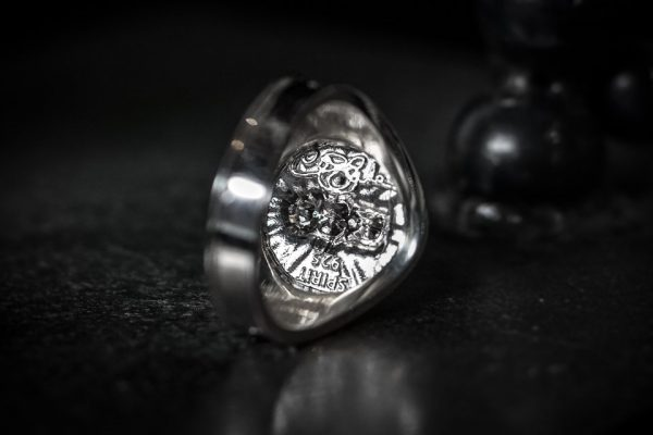Dragon Wing Screaming Skull Ring - LG - back