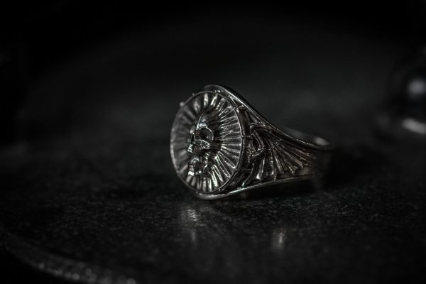 Dragon Wing Screaming Skull Ring - LG antiqued left